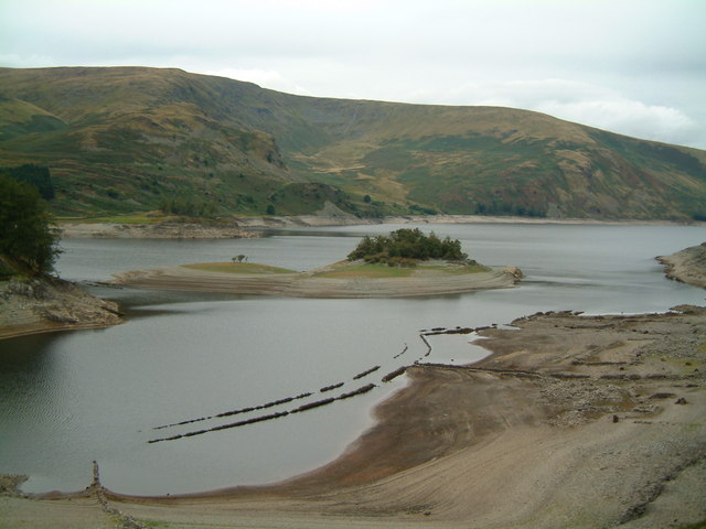 Low levels at Haweswater Reservoir, Sep 2003 by John Douglas and is licensed under CC BY 2.0